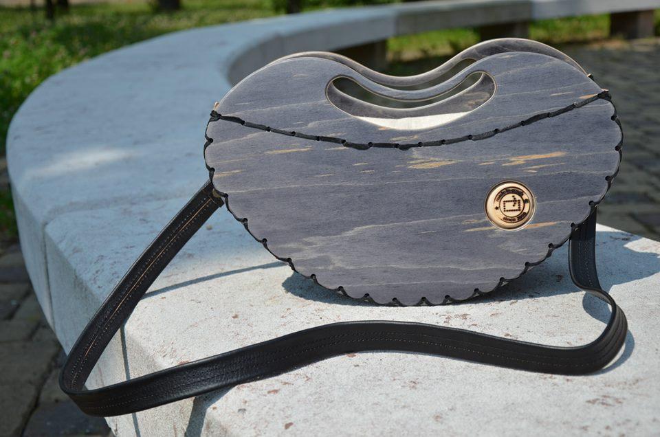 Rest art wear - black heart - kabelka