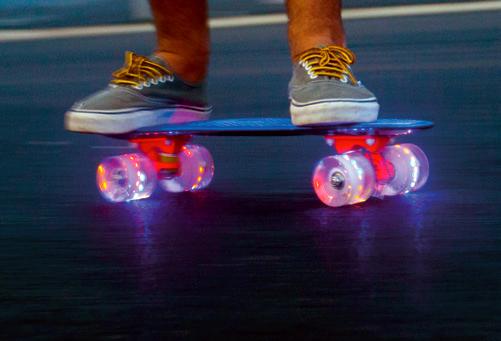 Baby Miller U. R. O. - svítící kolečka - skateboard
